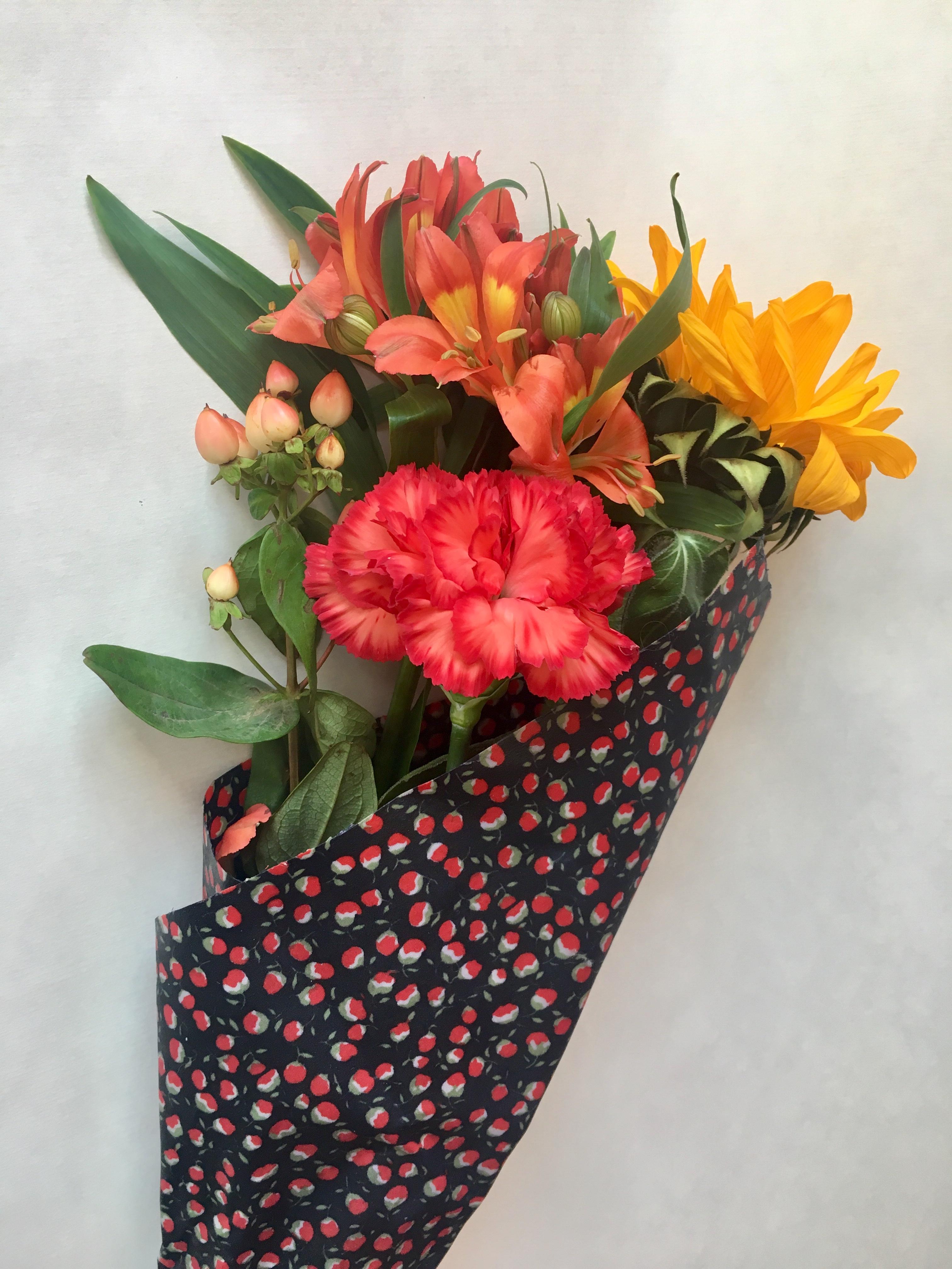 bouquet de fleur emballé avec un wrap en cire d'abeille