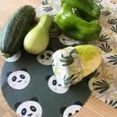 Les salades et légumes frais sont aux rendez-vous 🌶 🥒 On n'oublie pas de couvrir les entames avec un wrap et hop au frigo pour les prochaines préparations! 😊👍🏻  #fruitsetlegumes #salade #legumesfrais #fruitsrtlegumesdesaison #zerodechet #zerowaste #sansplastique #antigaspi #zerogaspillagealimentaire #mangersainement #green #greenlife #madeinannecy #slowandco